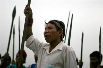 Perous_1_manif_indigenes_Yurimaguas._AFP_Ernesto_Benavides-980e5